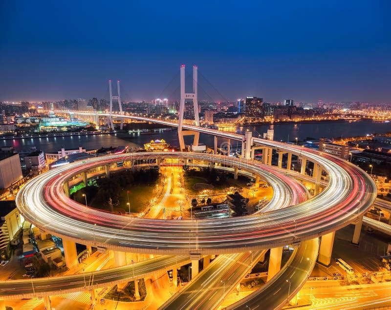 Puente del nanpu de Shangai en la noche fotos de archivo libres de regalías