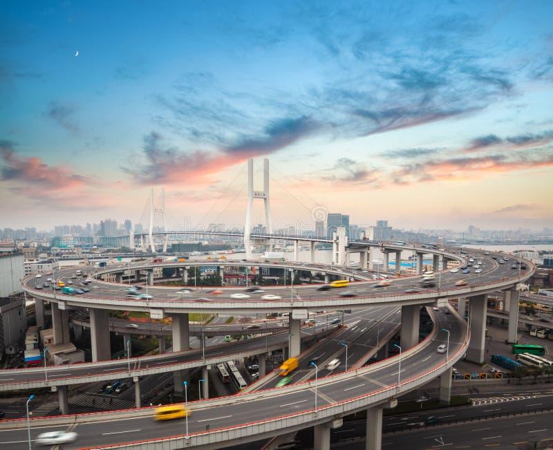 Puente del nanpu de Shangai en puesta del sol foto de archivo