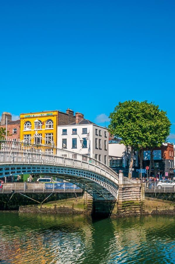 Puente del penique del ` de la ha en Dublín fotografía de archivo