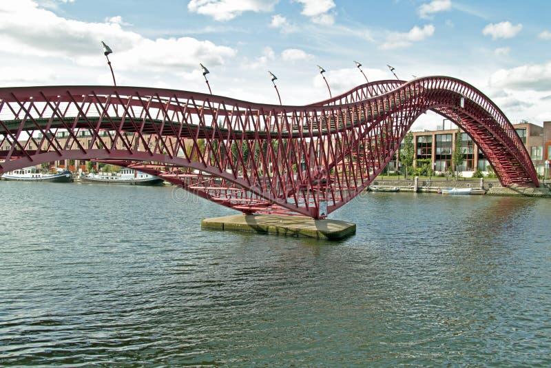 Puente del pitón en Países Bajos de Amsterdam fotografía de archivo
