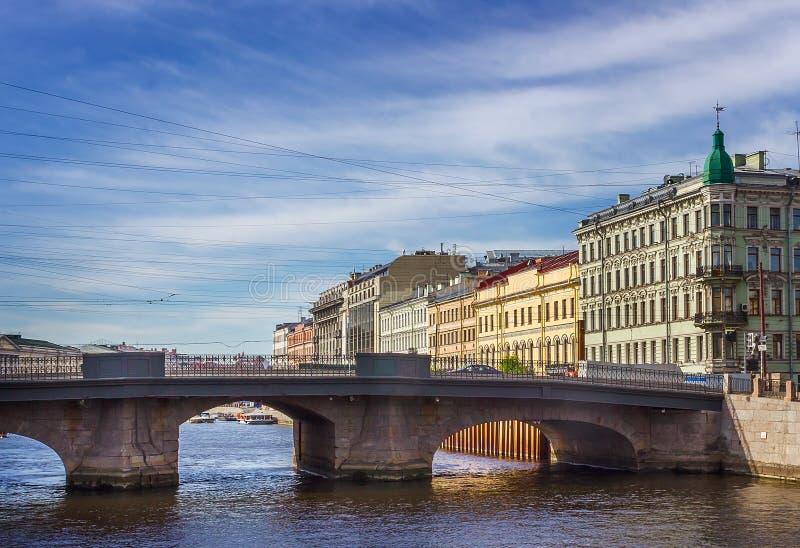 Puente del río de Fontanka en St Petersburg, fotos de archivo