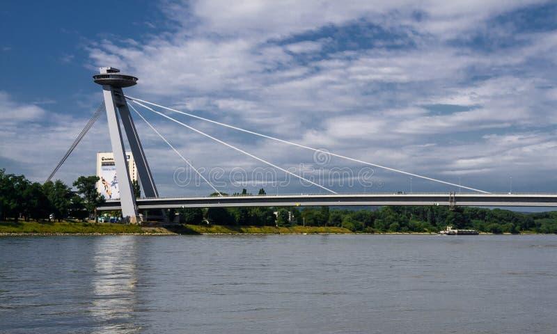 Puente del UFO en Bratislava fotos de archivo