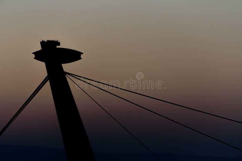 Puente del UFO tirado durante puesta del sol foto de archivo libre de regalías