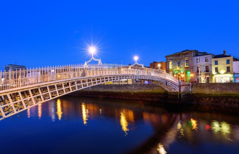 Puente Dublin Ireland del medio penique imágenes de archivo libres de regalías