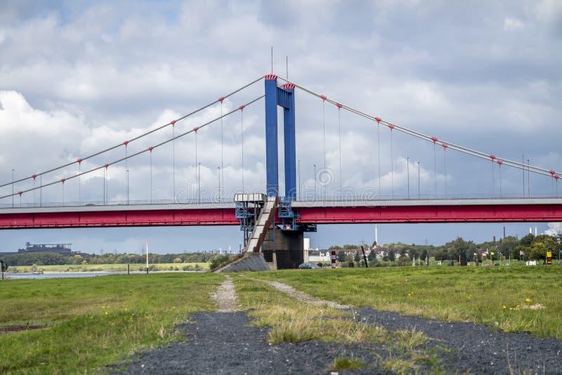 puente Duisburgo Alemania del ebert de Friedrich fotografía de archivo