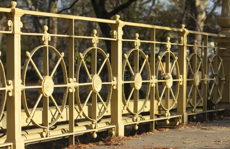 Puente en el castillo de Vajdahunyad fotos de archivo