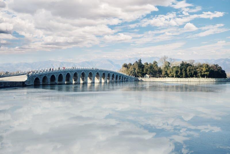 Puente en el palacio de verano fotografía de archivo