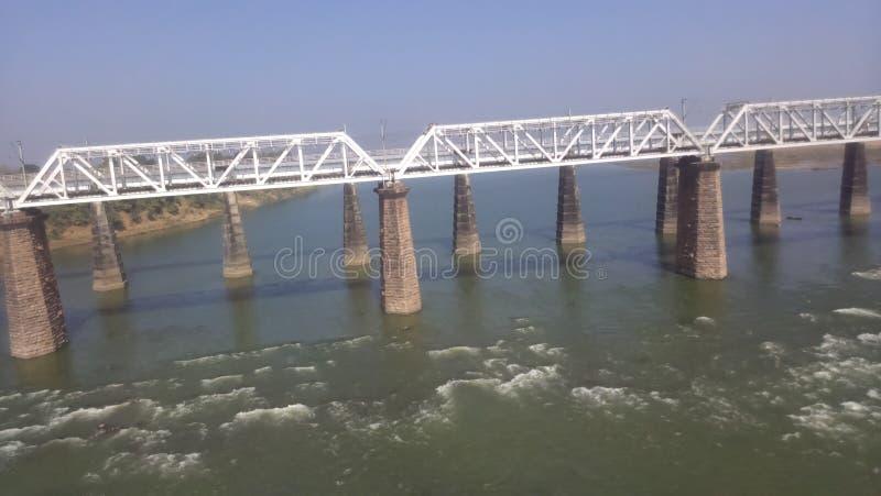Puente en el río Narmda imagen de archivo