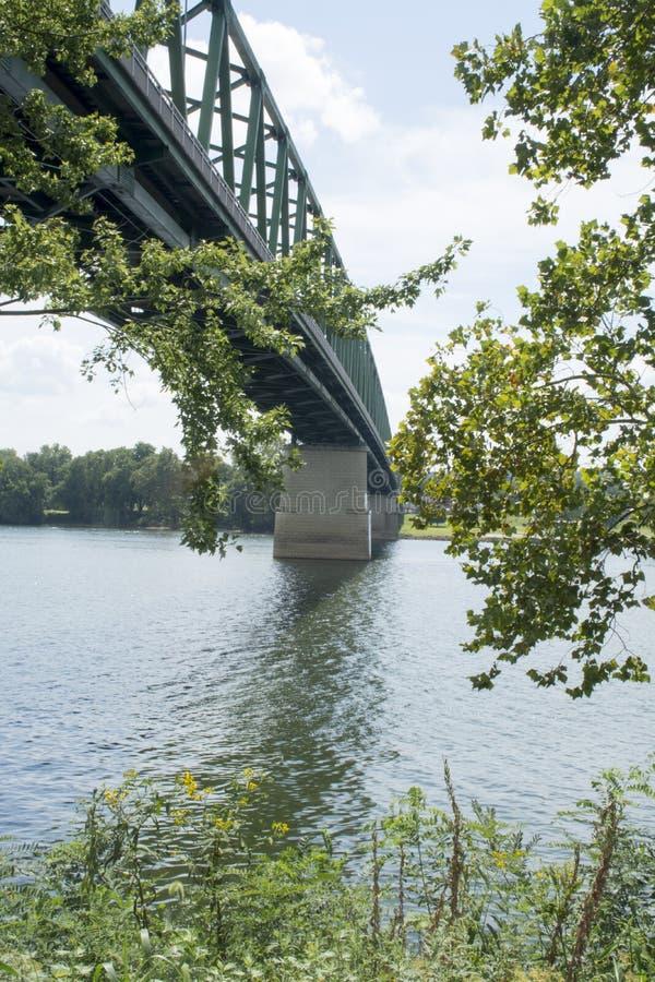 Puente en el río Ohio imagen de archivo libre de regalías