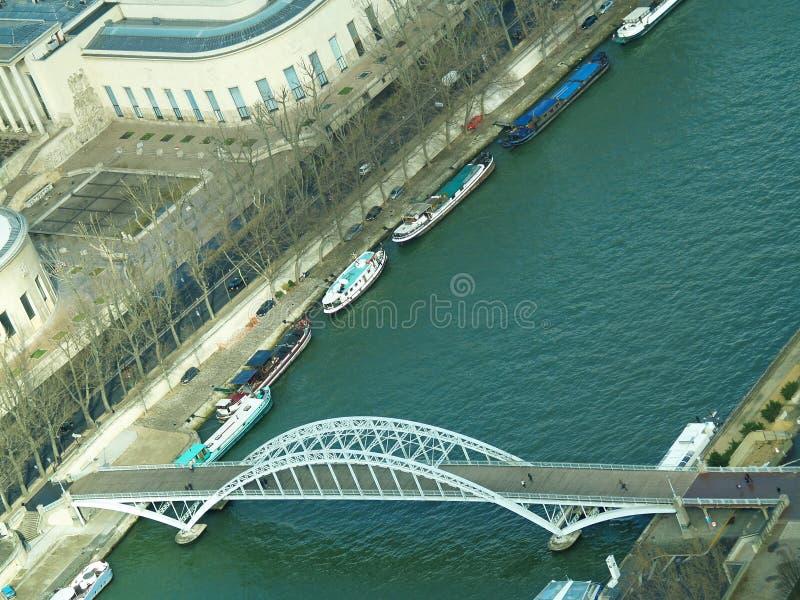 Puente en el río Sena imagen de archivo