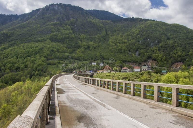 Puente en el río Tara fotos de archivo