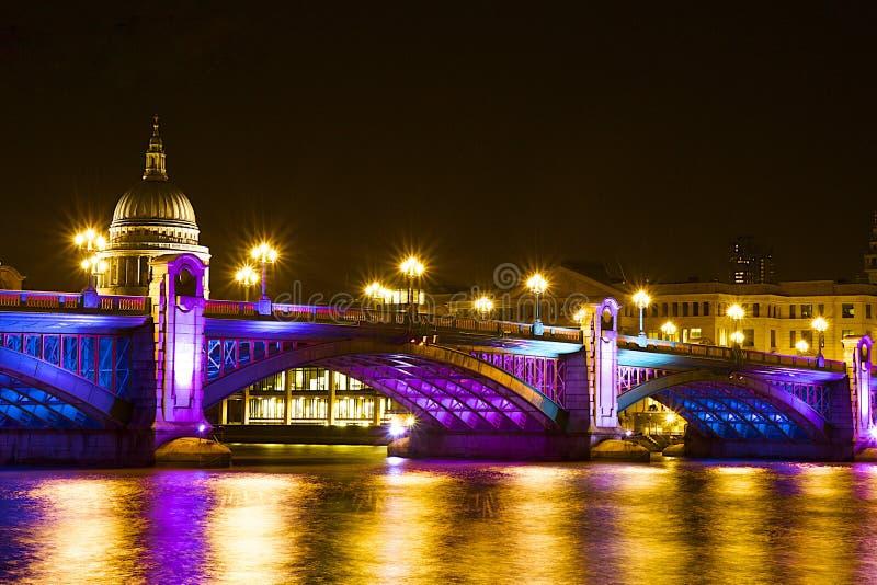 Puente en la Navidad, Londres de Southwark fotos de archivo libres de regalías