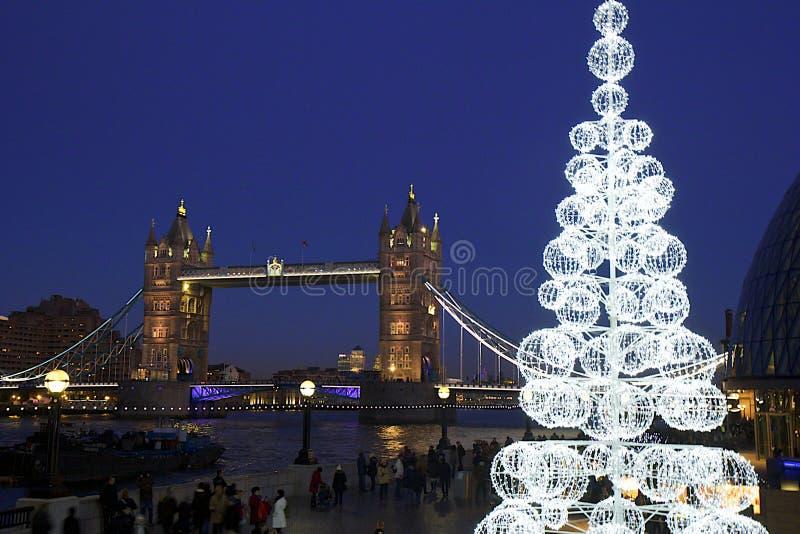 Puente en la noche, Londres de la torre foto de archivo