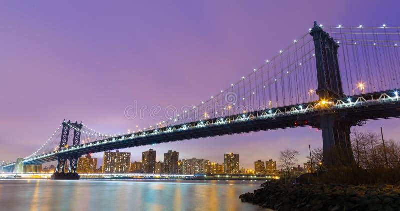 Puente en la oscuridad, New York City de Manhattan fotos de archivo