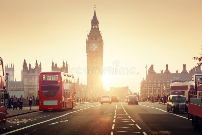 Puente en la puesta del sol, Londres de Westminster fotografía de archivo libre de regalías