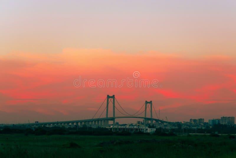 Puente en la puesta del sol en Maputo Mozambique África imagen de archivo libre de regalías