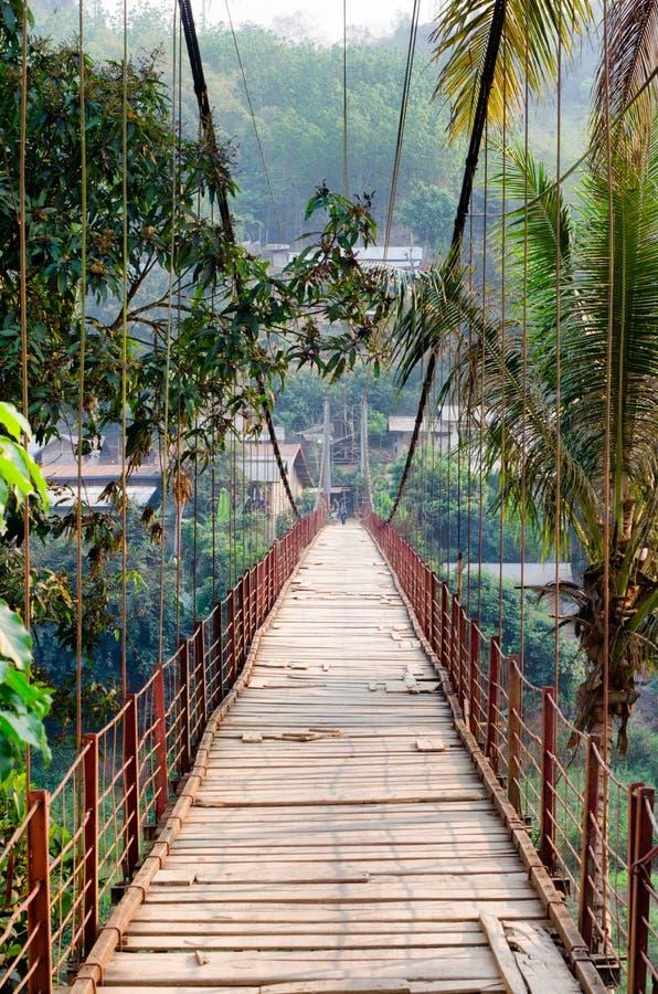 Puente en Laos foto de archivo