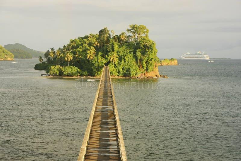 Puente en ninguna parte, bahía de Samana fotografía de archivo