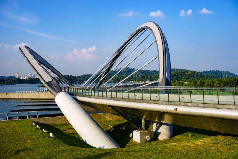 Puente en Putrajaya, Malasia fotos de archivo
