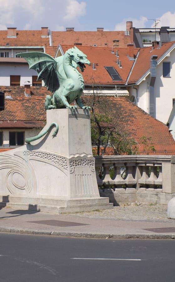 Puente famoso del dragón (Zmajski más), símbolo de Ljubljana imagen de archivo