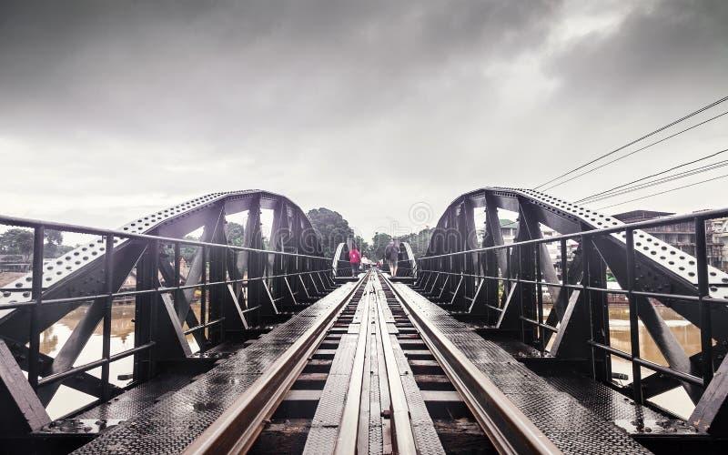 Puente ferroviario de la historia de la guerra mundial, río Kwai, Tailandia del metal foto de archivo libre de regalías