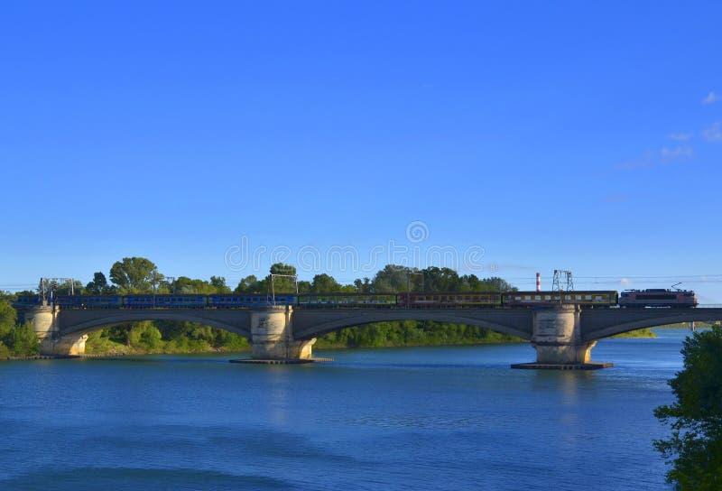 Puente ferroviario en el río Rhone imagen de archivo libre de regalías
