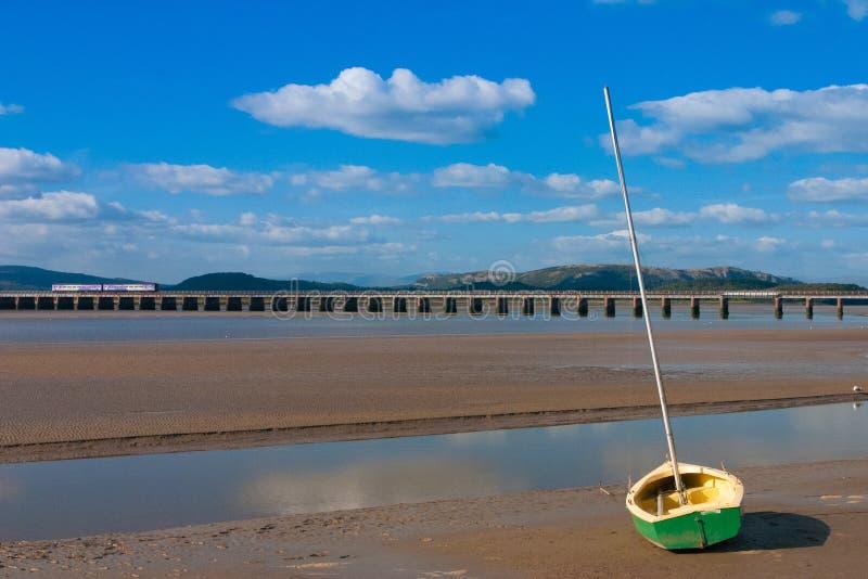 Puente ferroviario en la bahía de Arnside, Gran Bretaña imagen de archivo libre de regalías