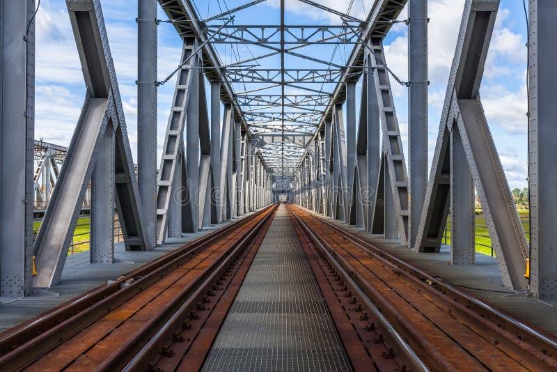 Puente ferroviario histórico en Tczew, Polonia imagenes de archivo