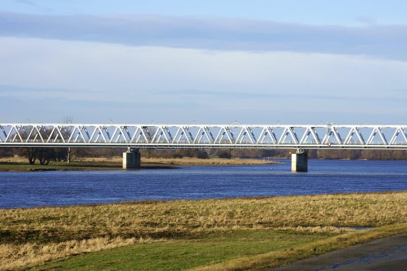 Puente ferroviario sobre el Elba imagenes de archivo