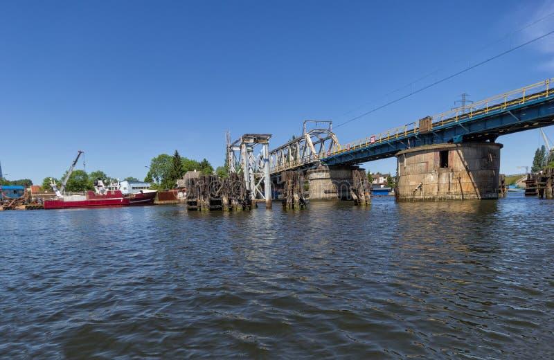 Puente ferroviario viejo fotos de archivo