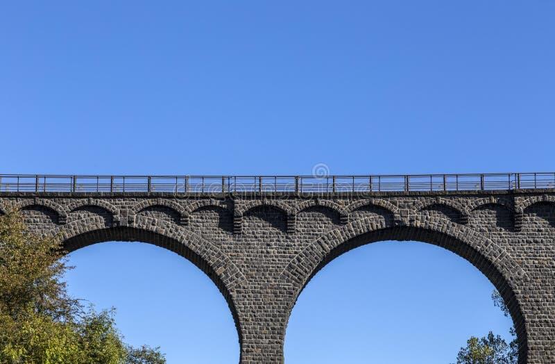 Puente ferroviario viejo en Daun fotos de archivo