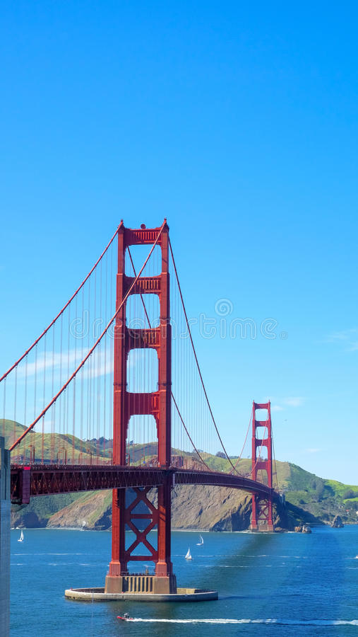 Puente Golden Gate con el cielo claro en otoño foto de archivo libre de regalías