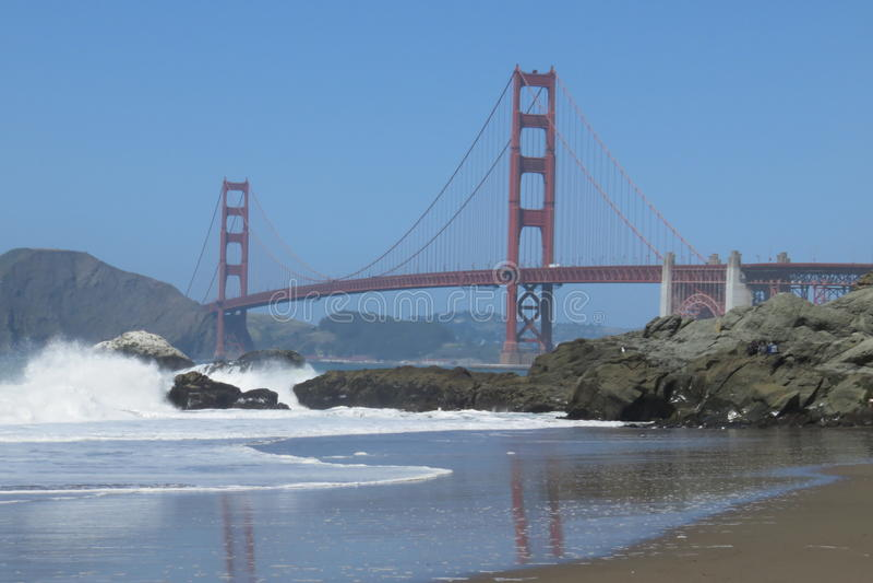 Puente Golden Gate de San Francisco Una visión desde la playa del panadero imagen de archivo libre de regalías