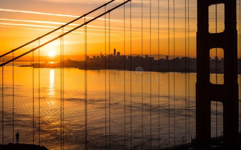 Puente Golden Gate en San Francisco California durante salida del sol fotografía de archivo libre de regalías