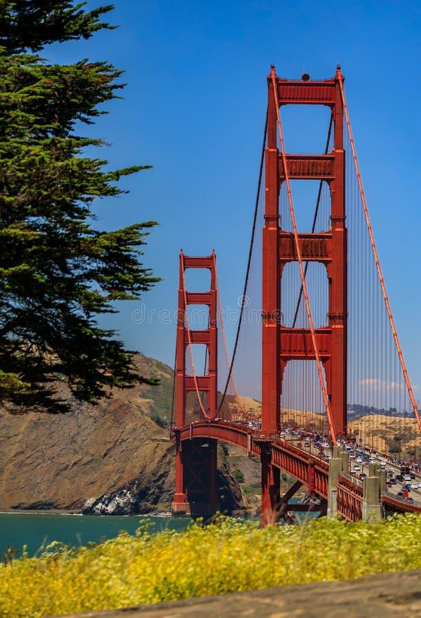 Puente Golden Gate en San Francisco en un día claro fotos de archivo
