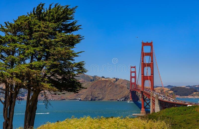 Puente Golden Gate en San Francisco en un día claro foto de archivo libre de regalías