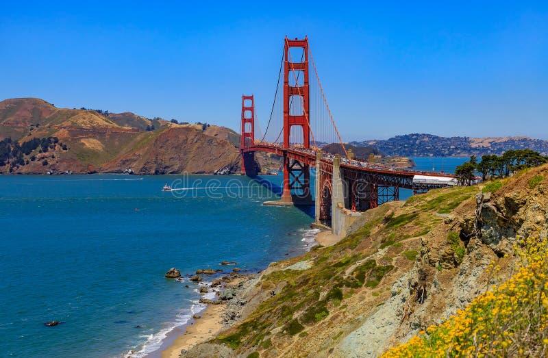Puente Golden Gate en San Francisco en un día claro imágenes de archivo libres de regalías