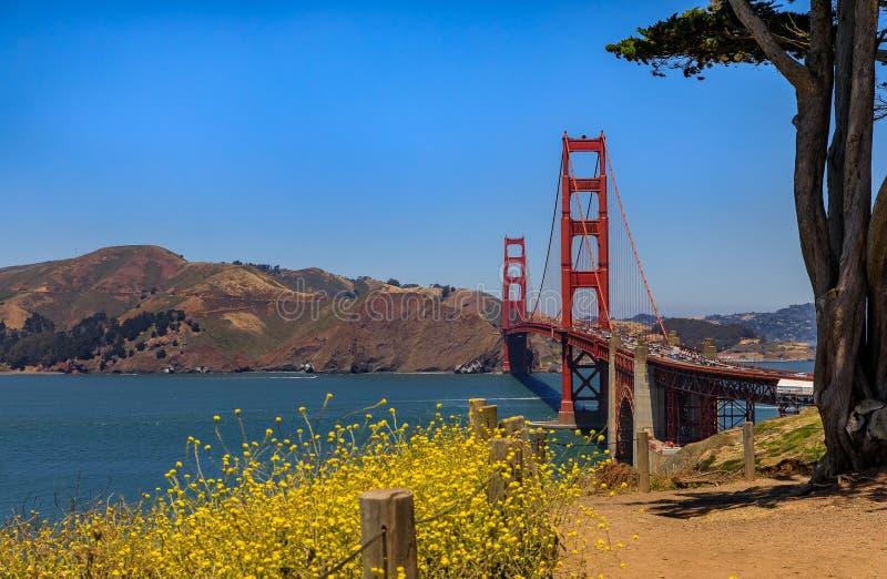 Puente Golden Gate en San Francisco en un día claro foto de archivo