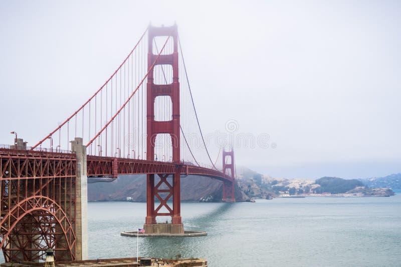 Puente Golden Gate en un día de niebla, San Francisco, California imágenes de archivo libres de regalías