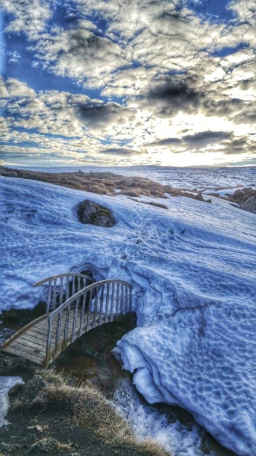 Puente helado en Islandia del noroeste fotografía de archivo libre de regalías