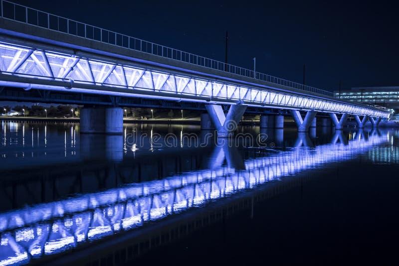 Puente iluminado fotografía de archivo libre de regalías