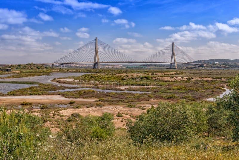 Puente internacional de Guadiana, Algarve, Portugal foto de archivo