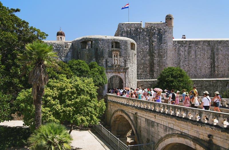 Puente a la ciudad vieja de Dubrovnik fotos de archivo libres de regalías