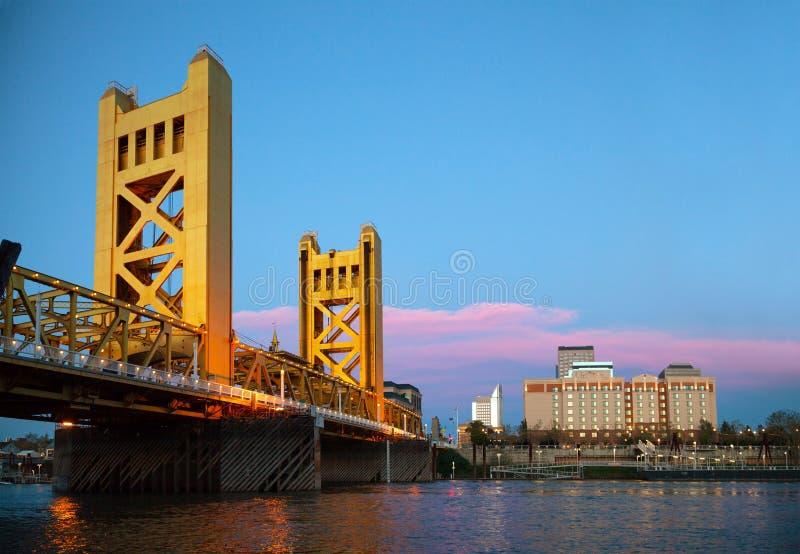 Puente levadizo de las puertas de oro en Sacramento foto de archivo libre de regalías