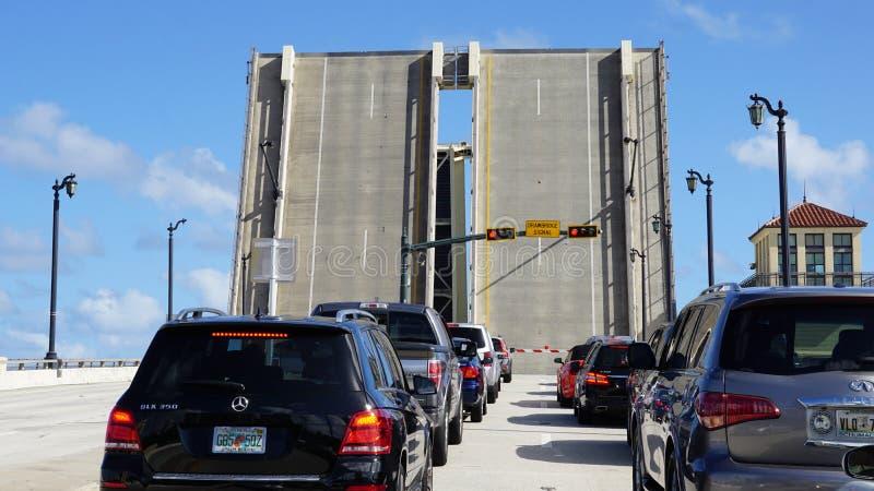 Puente levadizo en Palm Beach, la Florida foto de archivo