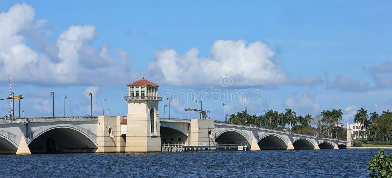 Puente levadizo en Palm Beach, la Florida foto de archivo libre de regalías