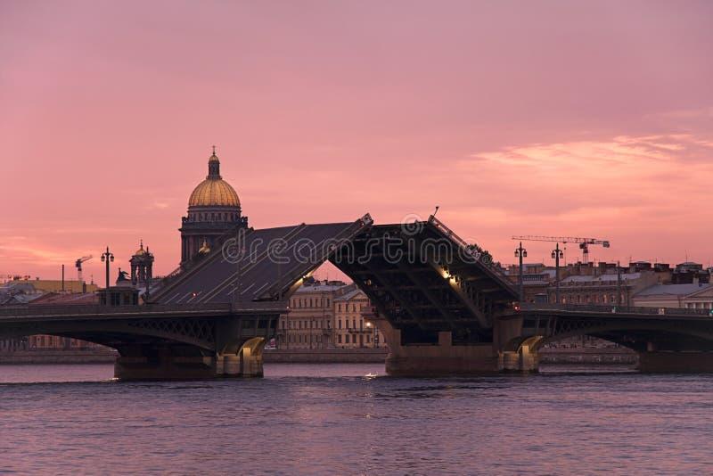 Puente Levadizo En St Petersburg Fotos de archivo