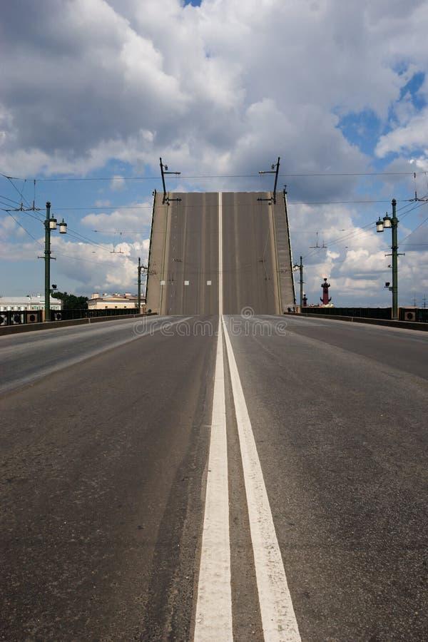Puente levadizo levantado imagenes de archivo
