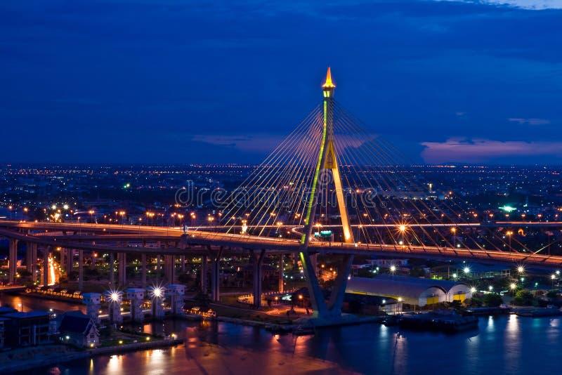 Puente mega de la honda, en Tailandia foto de archivo libre de regalías