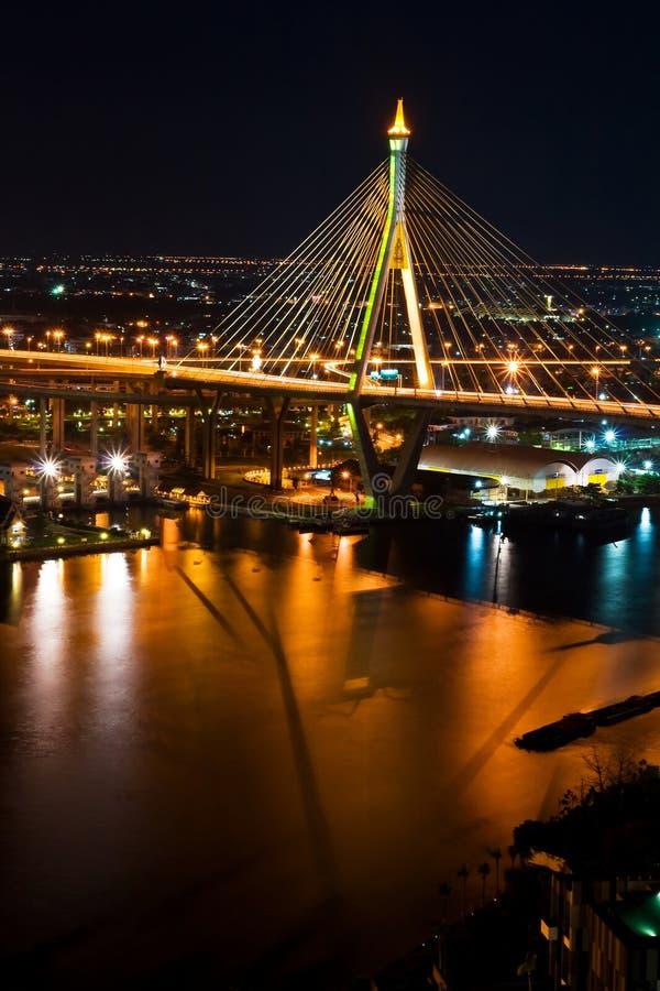 Puente mega tailandés de la honda en Tailandia, vertical. foto de archivo